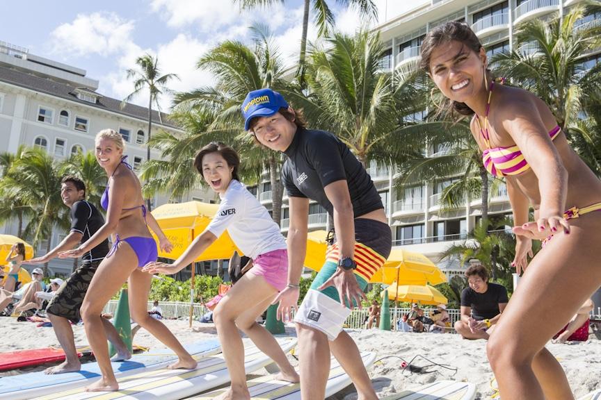 surf-lesson-on-beach-hawaii