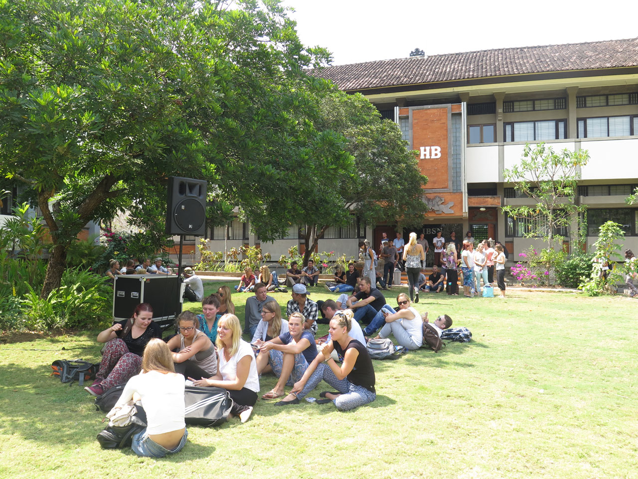 studera på bali indonesien udayana university