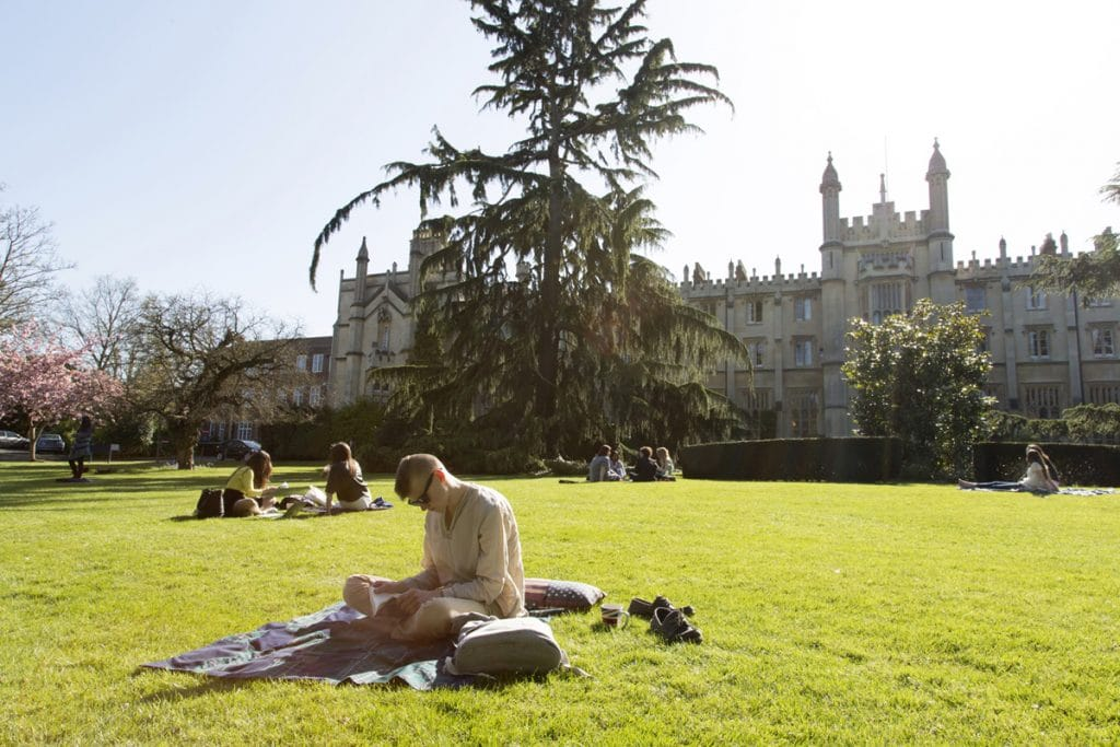 richmond-campus-lawn