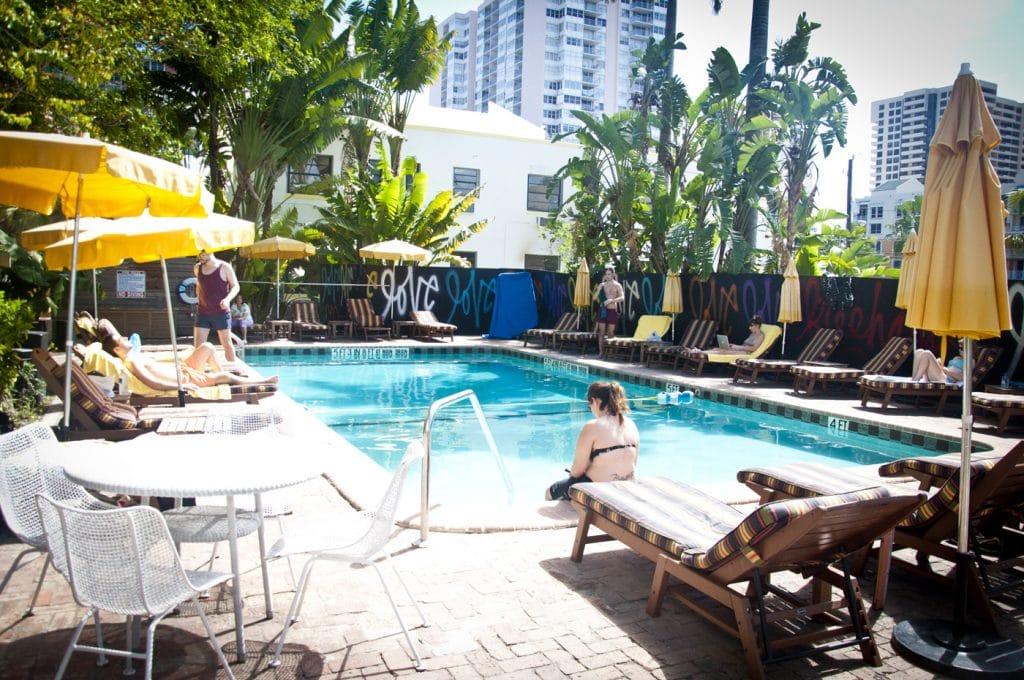 pool-designer-hostel-miami