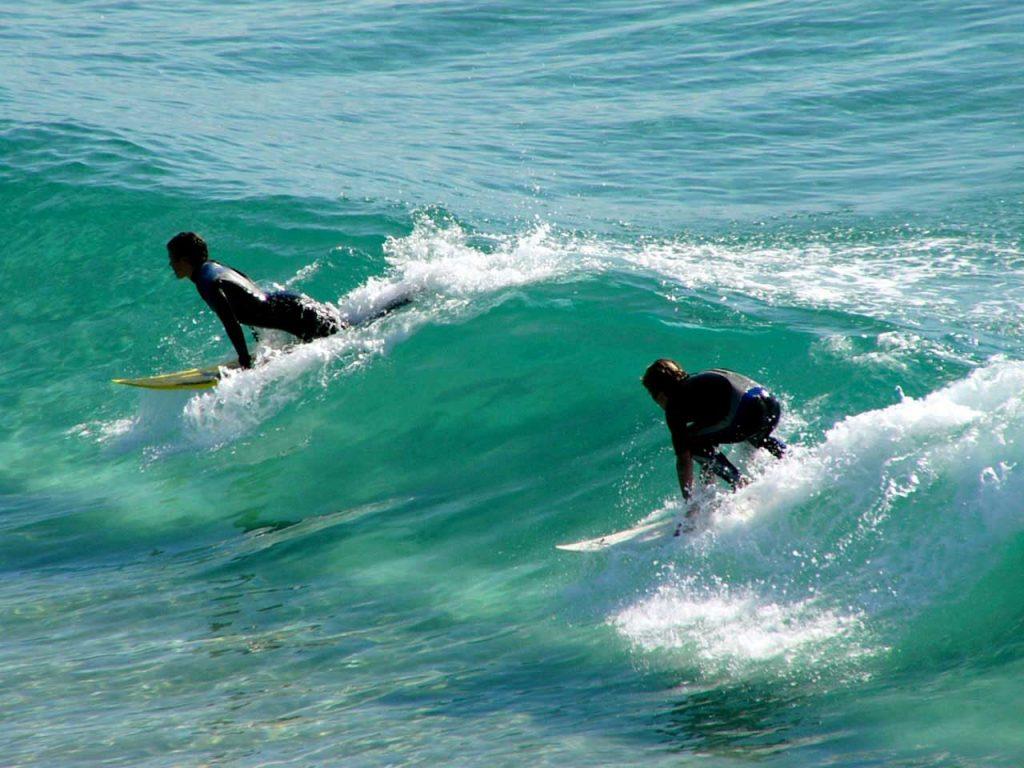 engelska-yoga-surf-byron-bay