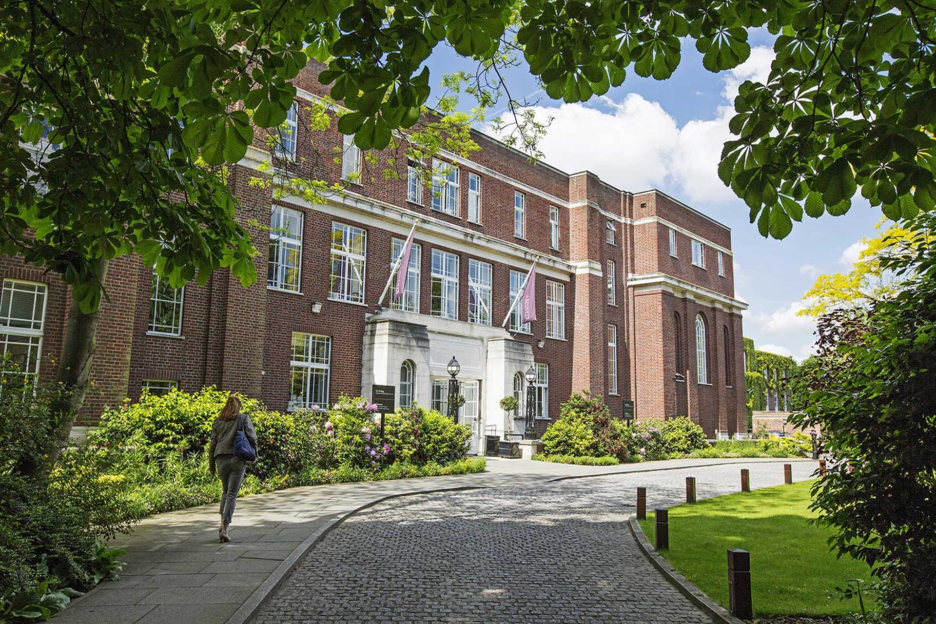 studera regents university london