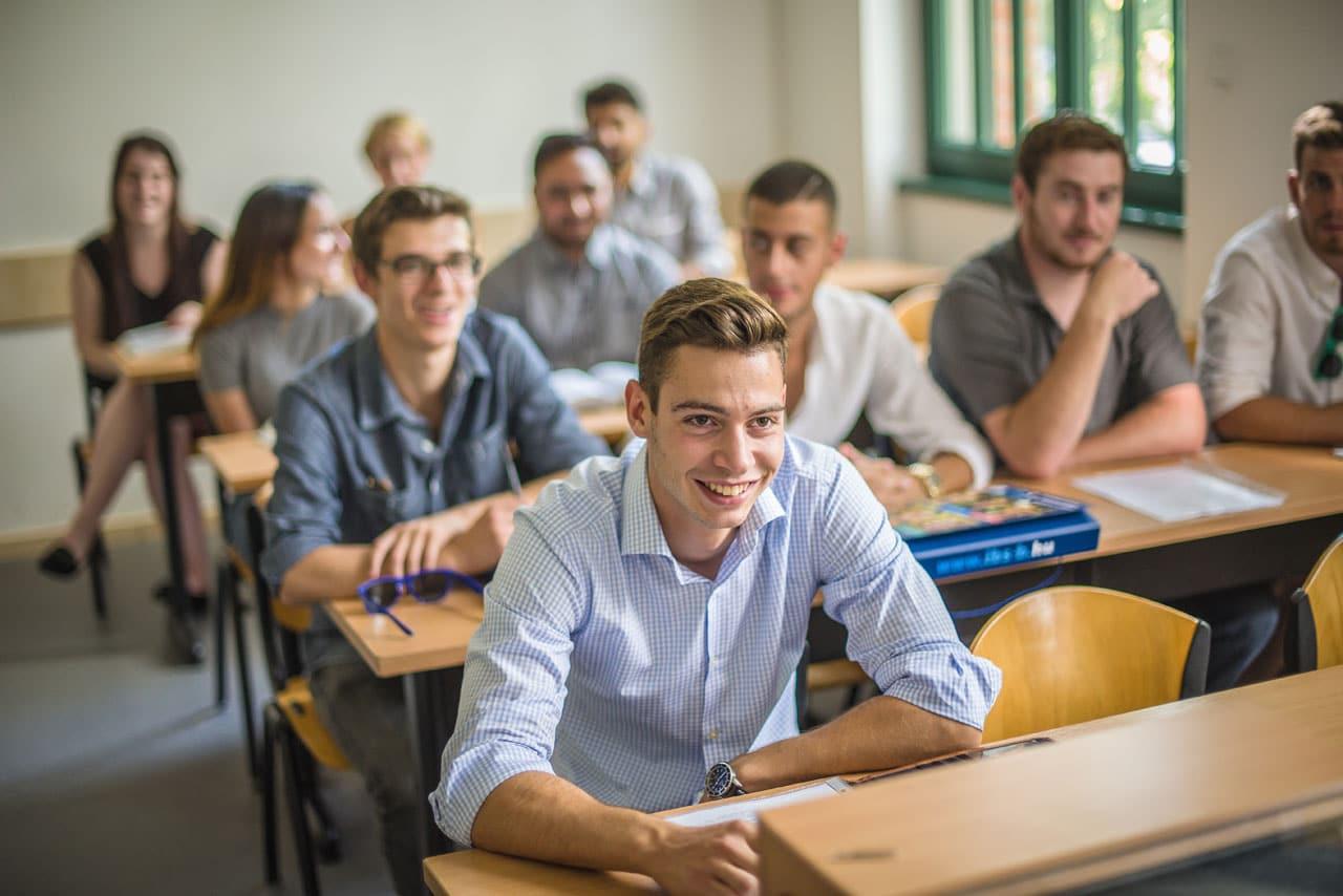 studera business i budapest